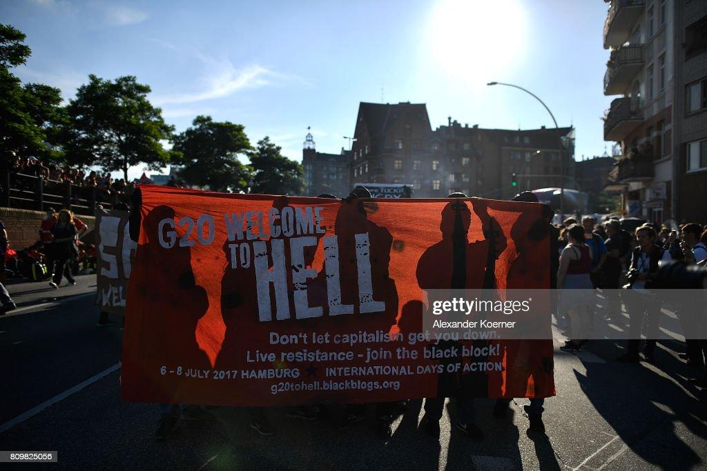Protesters March During The G20 Summit : Nachrichtenfoto