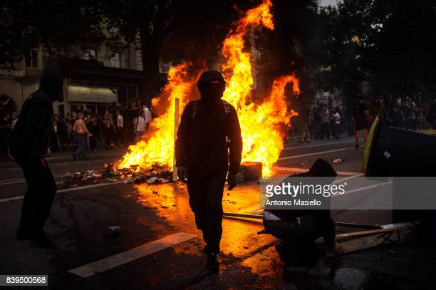 Protesters making a fire road blocks in the St Pauli zone during riots on July 8 2017 in Hamburg Germany German police and protesters clashed for...