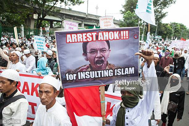 Protesters march to the Merdeka Palace on November 4 2016 in Jakarta Indonesia Indonesian police fired tear gas and water cannon to disperse hardline...