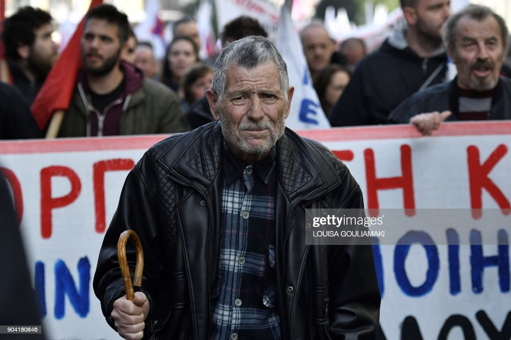Protesters martch towards the Greek parliament in Athens, on January 12, 2018, during a demonstration against changes to a 36-year-old industrial action law demanded by the country's creditors. /