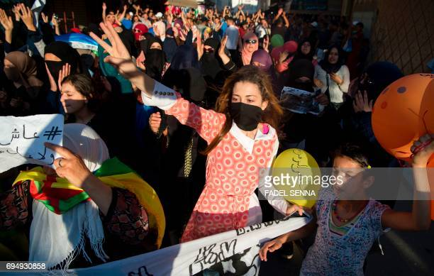 TOPSHOT Protesters of the Rif movement Hirak demonstrate and shout slogan against the government in Imouzren on june 11 2017 / AFP PHOTO / FADEL SENNA