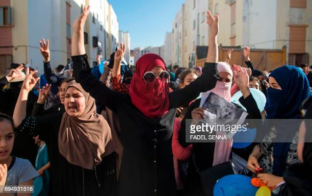 Protesters of the Rif movement Hirak demonstrate and shout slogan against the government in Imouzren on june 11 2017 / AFP PHOTO / FADEL SENNA