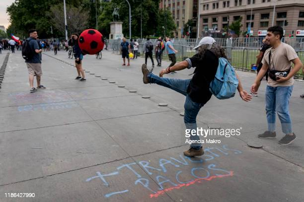 Protesters play with colored balls near Palacio de La Moneda during a protest against the government of president Sebastian Piñera on November 8,...