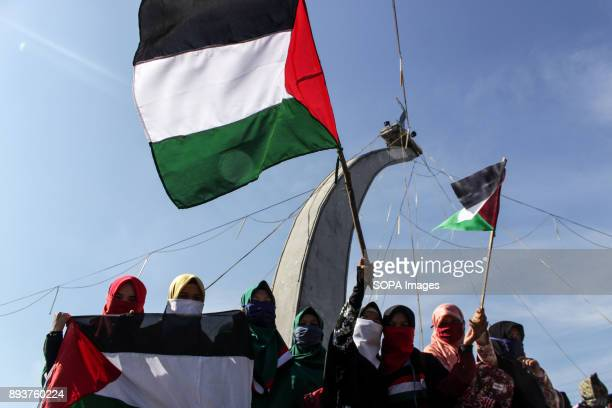 LHOKSEUMAWE ACEH INDONESIA Protesters seen waving the Palestine flag during the demonstration Muslim people in Aceh held a demonstration against the...