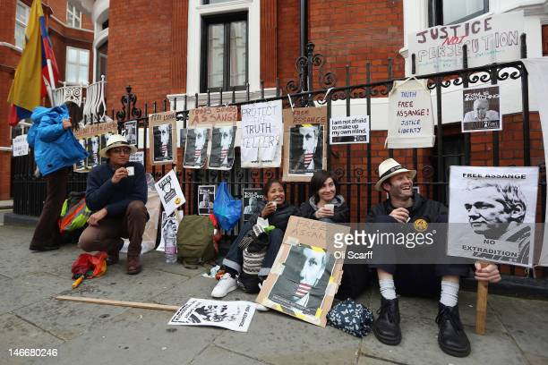 Protesters show their support for Julian Assange outside the Ecuadorian embassy on June 22 2012 in London England Julian Assange the founder of the...