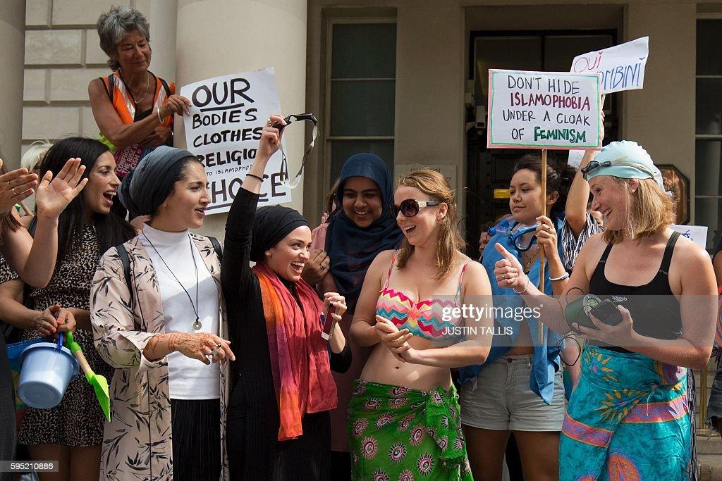 BRITAIN-FRANCE-ISLAM-CLOTHING-DEMO : News Photo