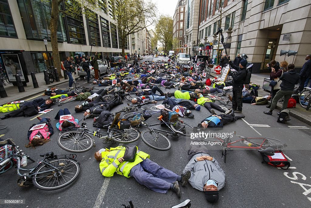 Anti-pollution protest in London : News Photo