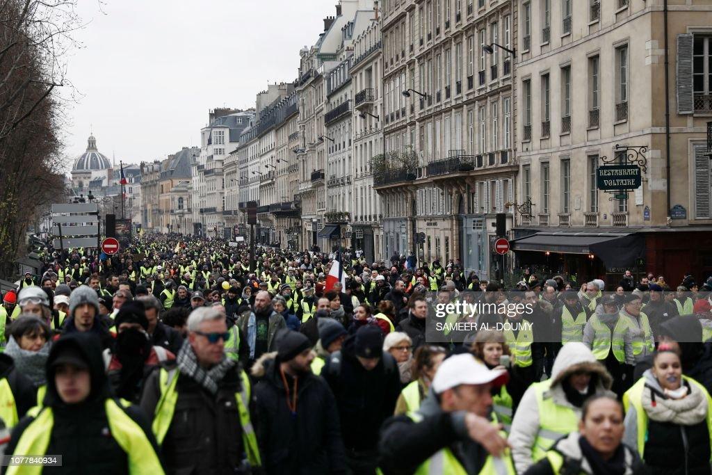 TOPSHOT-FRANCE-POLITICS-SOCIAL-PROTEST : News Photo