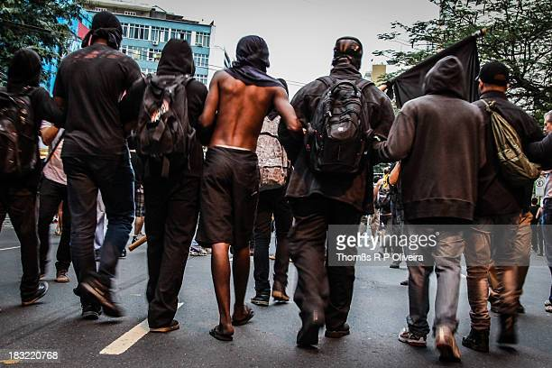 Protesters take the streets to protest on the day of the final of FIFA Confederations Cup between Brazil and Spain. Manifestantes tomam as ruas para...