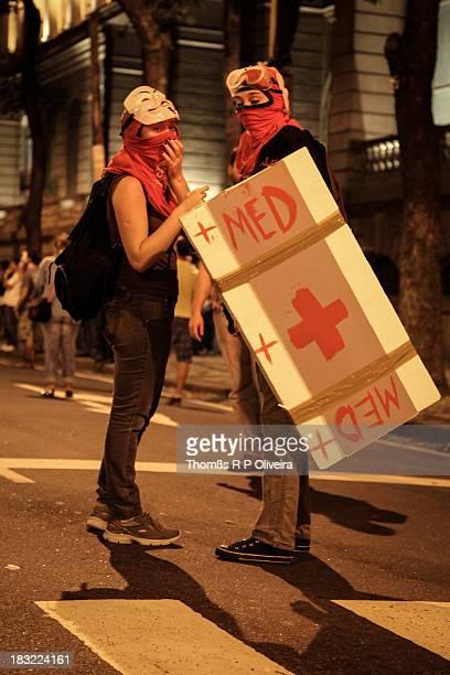 Protesters took to the streets to demand improvements in public services. Downtown, Rio de Janeiro. Manifestantes foram às ruas exigir melhorias nos...