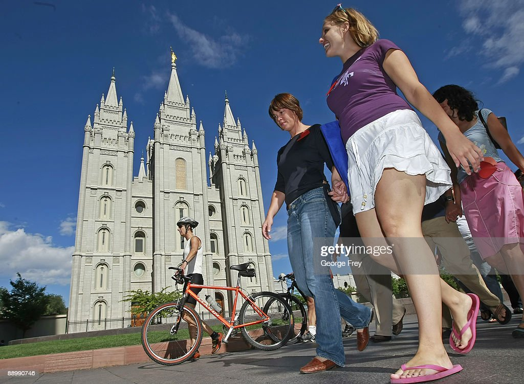 """Gay Activists Gather At Mormon Temple For """"Kiss In"""" : News Photo"""