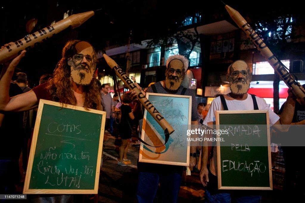 TOPSHOT-BRAZIL-EDUCATION-BUDGET-CUTS-PROTEST : News Photo