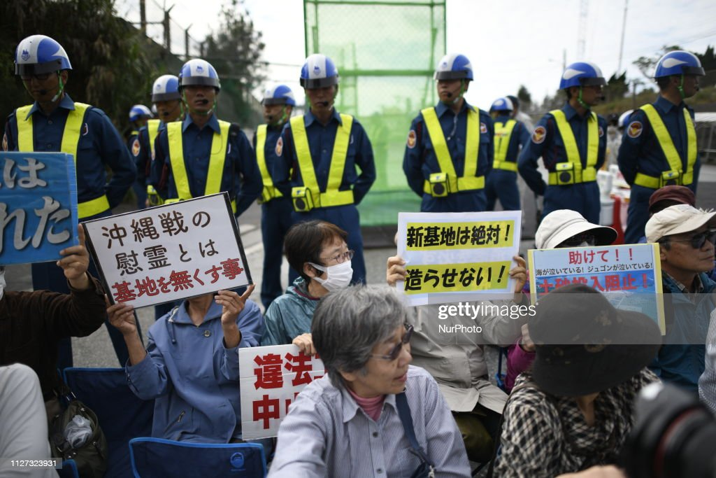 Protest Against Okinawa U. S. Military Base : Nieuwsfoto's