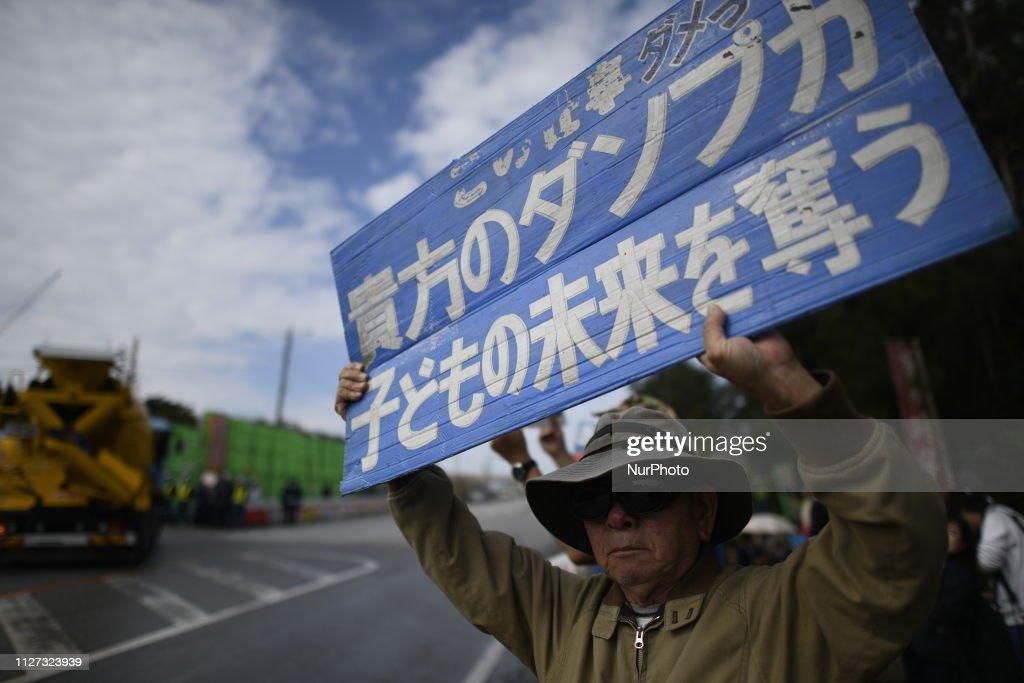 Protest Against Okinawa U. S. Military Base : Nieuwsfoto's