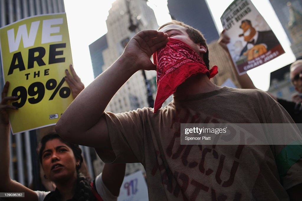 Occupy Wall Street Protestors March Down New York's Fifth Avenue : News Photo