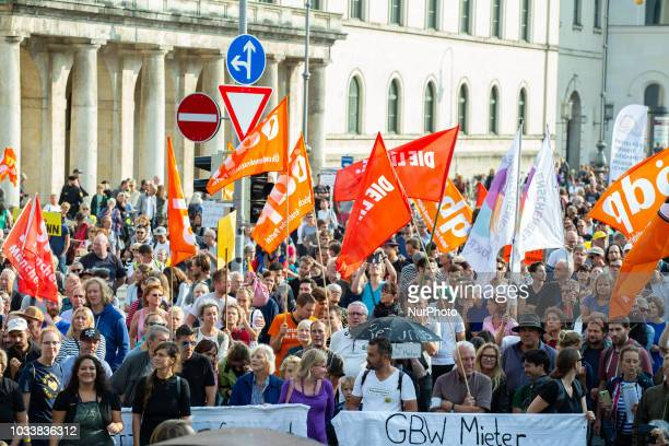 Protesting crowds. Among the police more than 7000 people protested under the motto #Ausspekuliert against too high rentals in Munich.