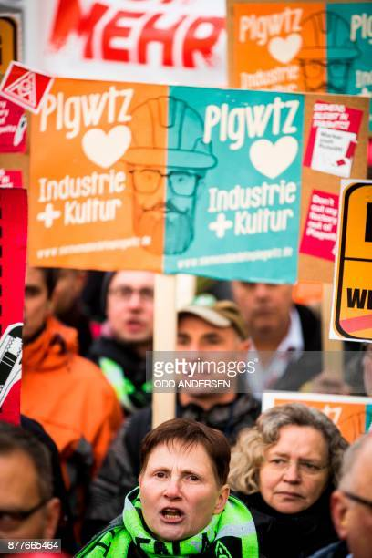 Protesting Siemens workers from the IG Metal union are seen demonstrating outside the Estrel hotel in Berlin on November 23 2017 German industrial...