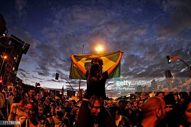 CONTENT] Protesto contra o aumento das tarifas do transporte coletivo na cidade no Largo da Batata em Pinheiros Zona Oeste em São Paulo nesta...