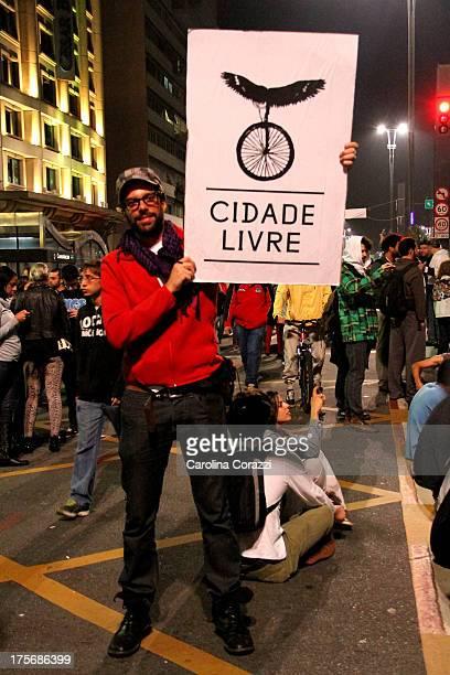 Protesto feito na cidade de São Paulo contra a corrupção e o aumento da tarifa de ônibus.