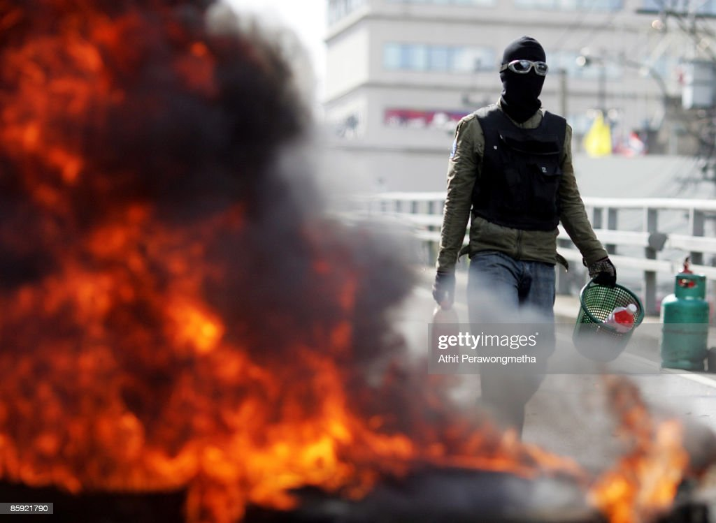 Soldiers Open Fire On Anti Government Supporters : News Photo