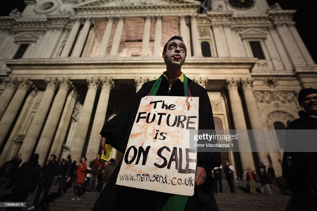 The Dean Of St Pauls Resigns Over The Handling Of The Anti Capitalism Protests : News Photo