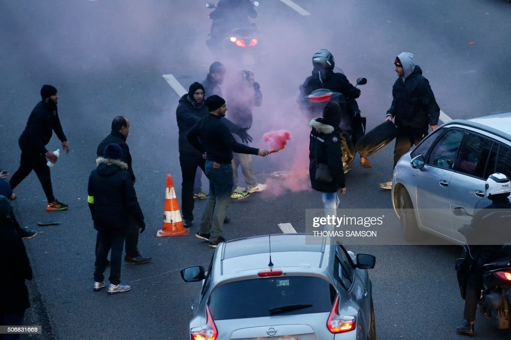 French Taxis Drivers Demonstrate Against Uber In Paris Photos And - Taxi porte maillot