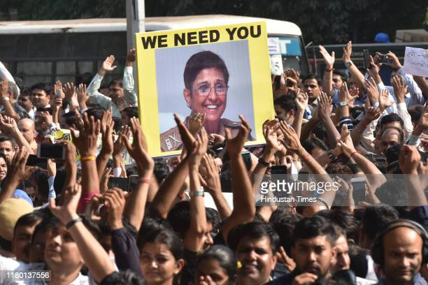 A protestor holds up a placard of Kiran Bedi while Delhi Police personnel protest against lawyers after their recent scuffle at Tis Hazari and Saket...