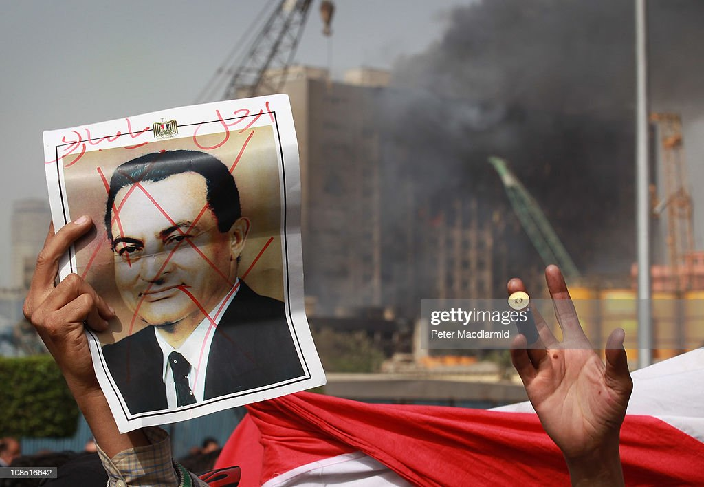 Anti Government Protesters Take To The Streets In Cairo : Nieuwsfoto's