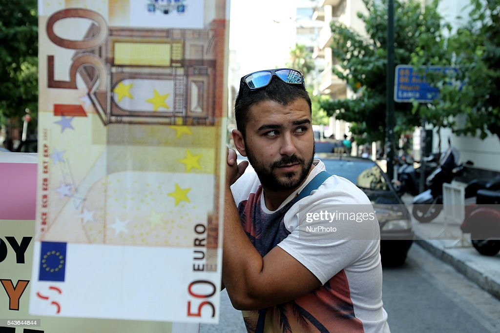 Protest against spending cuts at health care in Athens : Fotografia de notícias