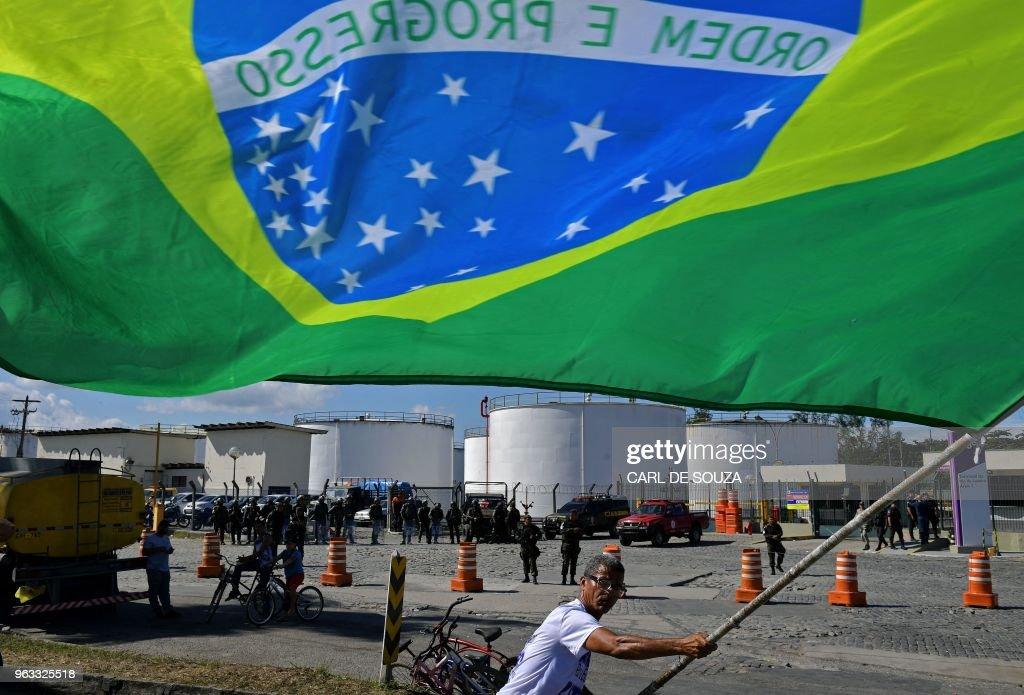 TOPSHOT-BRAZIL-ECONOMY-FUEL-STRIKE : News Photo