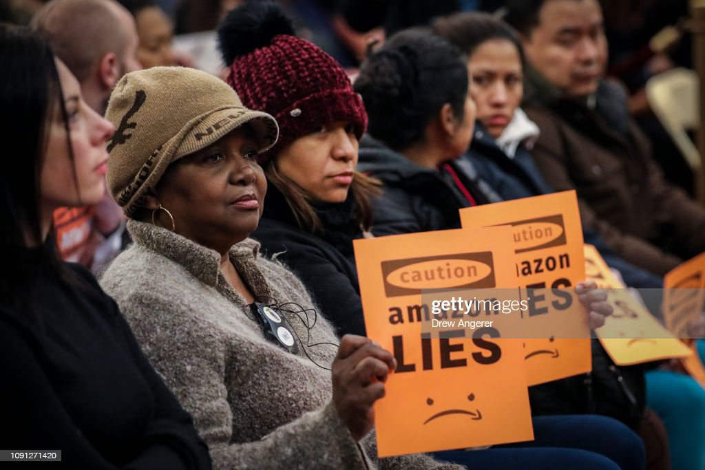 Anti-Amazon Protestors Rally At NYC City Hall Against Queens Second Headquarters : Fotografía de noticias