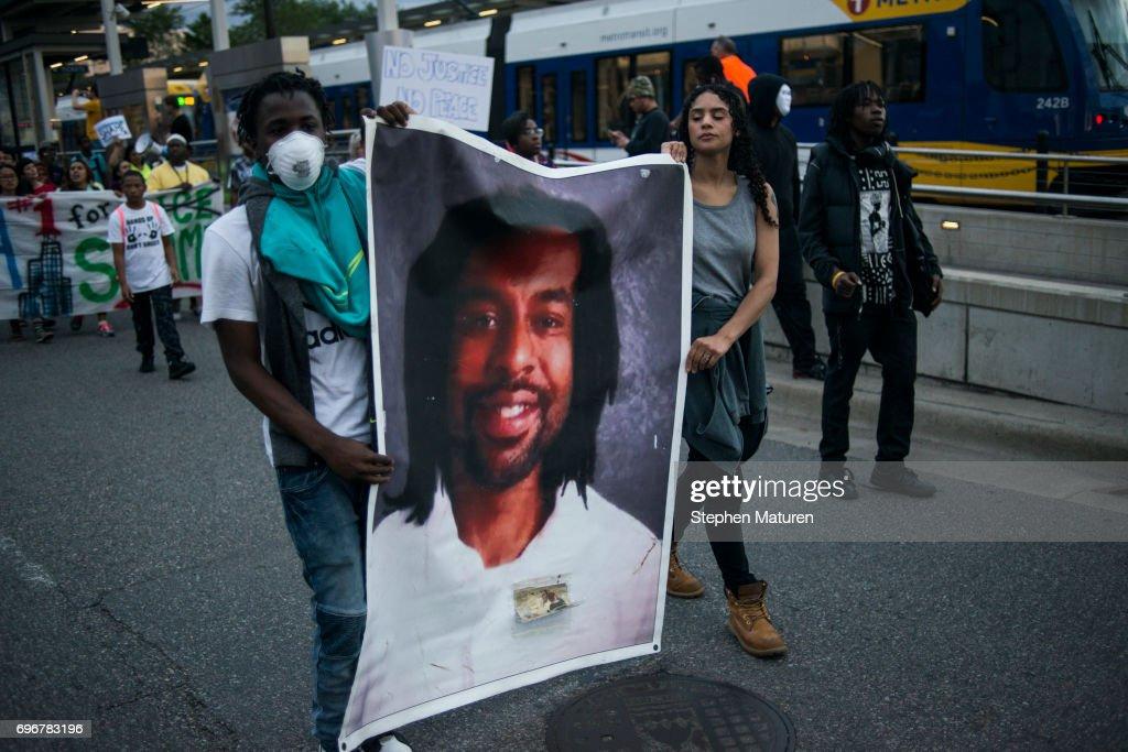 Protests Erupt After Minnesota Officer Acquitted In Killing Of Philando Castile : ニュース写真