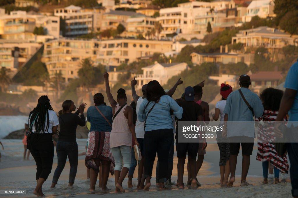 SAFRICA-RACISM-BEACH-PROTEST : News Photo
