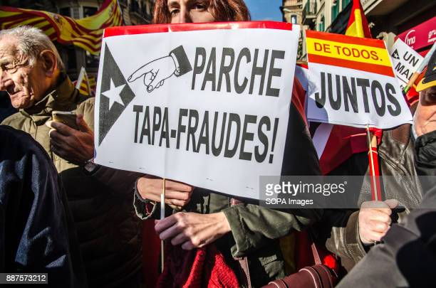 Protestors from the Spanish unionism with posters referring to economic fraud of the catalan independence movement Spain celebrates today the 39...