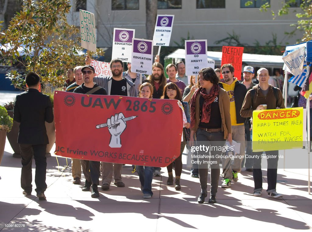 Students protest at UC, Irvine : ニュース写真