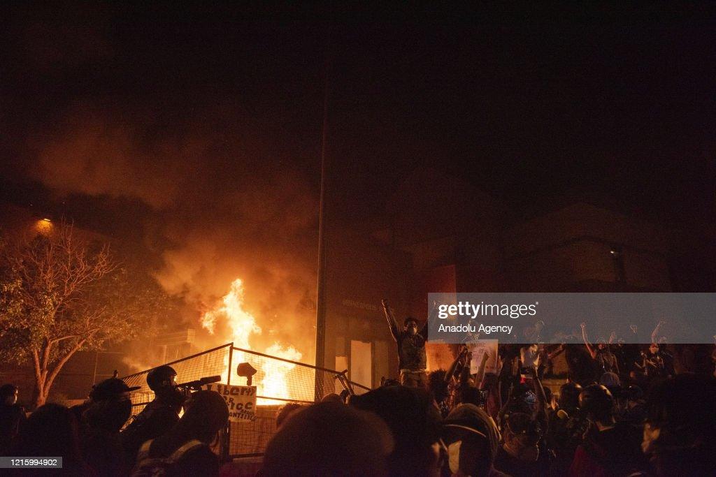 US: Protestors set fire to Minneapolis police precinct : News Photo