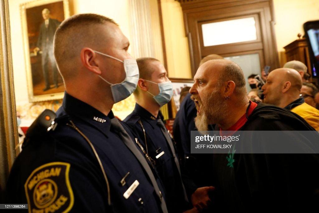 TOPSHOT-US-HEALTH-VIRUS-PROTEST : News Photo