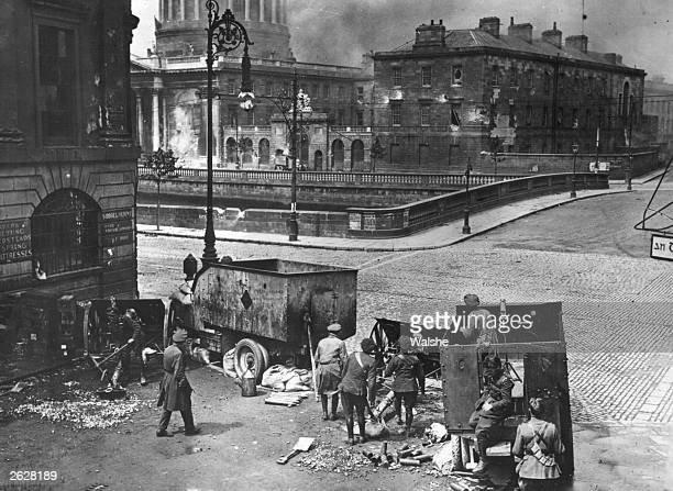 Pro-treaty Free State soldiers use British artillery to attack the anti-Treaty Republican army who established their headquarters in the Four Courts...