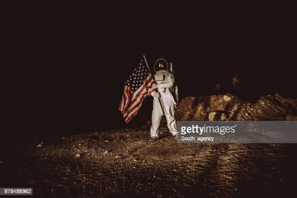 誇りに思ってアメリカ人宇宙飛行士工場アメリカ国旗 - 着陸する ストックフォトと画像
