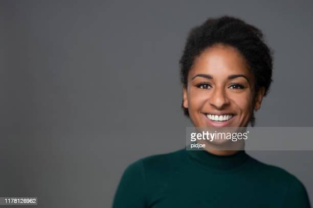 proud and confidence woman - fascinante imagens e fotografias de stock
