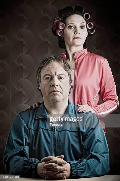 誇る dingy couople _ husb と妻ます。