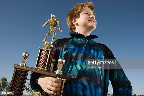 proud winner holding soccer trophy - trophy - fotografias e filmes do acervo