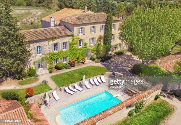 provencal farmhouse - france stock pictures, royalty-free photos & images