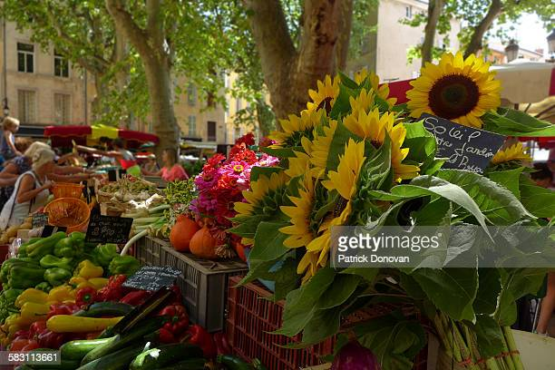 provencal market, aix-en-provence, france - aix en provence stock pictures, royalty-free photos & images