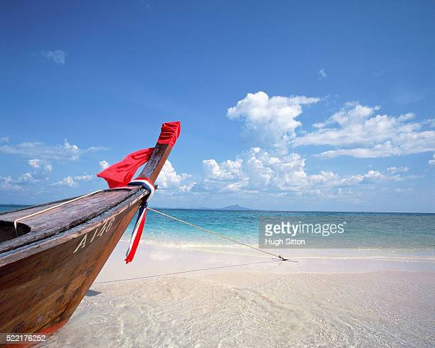 prow of a boat in krabi, thailand - hugh sitton stock-fotos und bilder