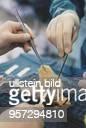 Präparieren einer Spenderniere für eine bevorstehende Transplantation in der Klinik für Urologie der Jenaer FriedrichSchillerUniversität Foto ist...