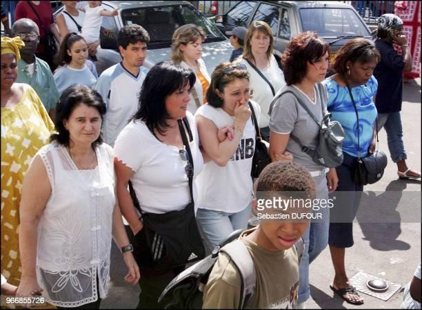Près de 2.000 personnes ont participé à une marche silencieuse à la cité des 4000 à la Courneuve, près de Paris, en hommage à l'enfant de 11 ans a...