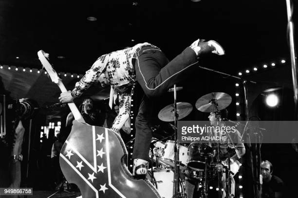 Présence de Ray Campi joueur de contrebasse à un festival Rock 'n' roll de Teddy Boys et Teddy Girls au RoyaumeUni