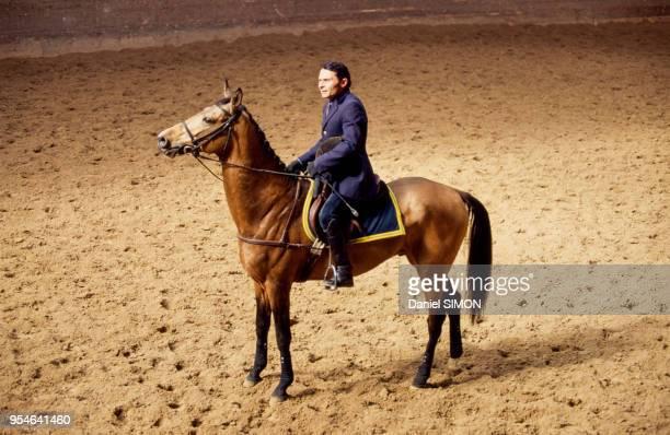 Présentation aux médias du cheval de race Akhal Teke baptisé 'Gendjim' offert au président de la République François Mitterrand le 5 mai 1994 à Paris...