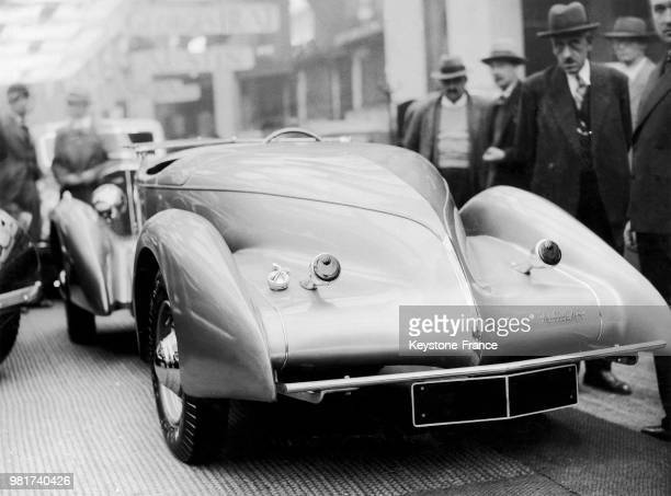 Présentation de la nouvelle 'Amilcar' au salon de l'automobile à Paris en France le 3 octobre 1935